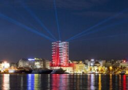 Η εντυπωσιακή φωταγώγηση του Πύργου Πειραιά